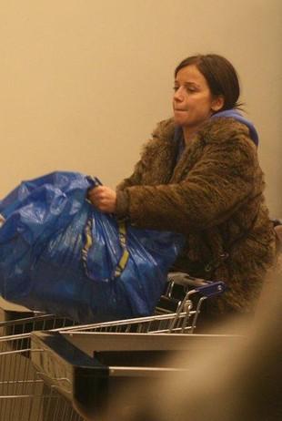 Ania Przybylska w ciąży nosi siaty (FOTO)