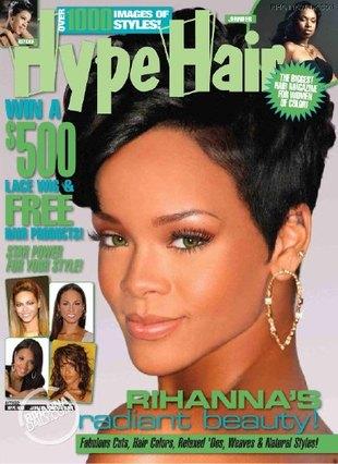 Rihanna z agrafkami w uszach (FOTO)