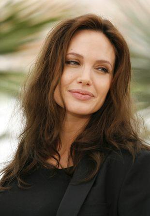 Asystentka Angeliny Jolie puściła plotkę o porodzie