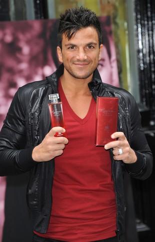 Peter Andre reklamuje swoje nowe perfumy (FOTO)
