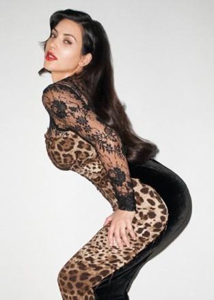 Kim Kardashian w najnowszej sesji wygląda... tanio (FOTO)