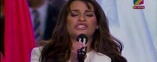 Lea Michele podbiła serca kibiców futbolu  [VIDEO]