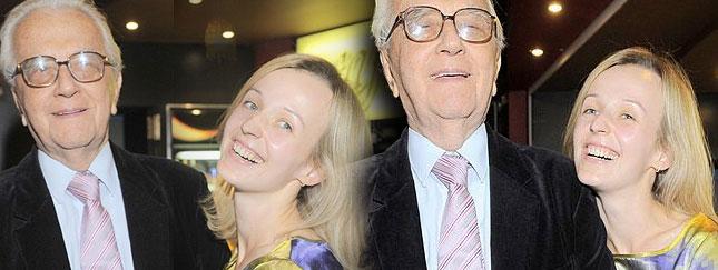 85-letni Łapicki z 25-letnią żoną na premierze (FOTO)
