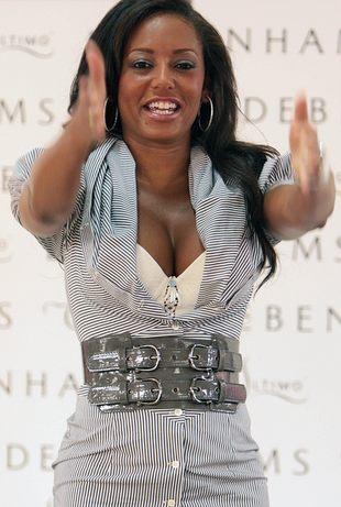 Kto tak promuje swoje piersi? (FOTO)