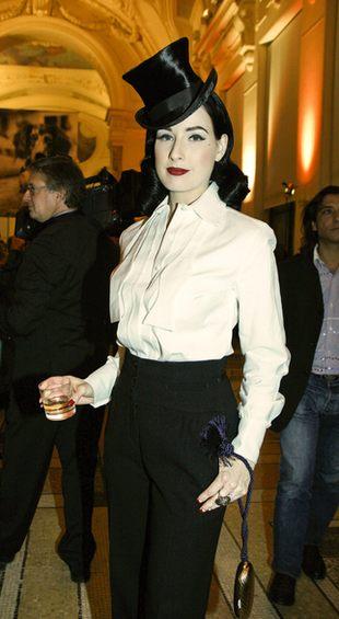 Dita Von Teese - pełna elegancja na zakupach