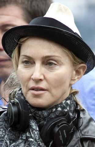 Madonna przed retuszem u D&G: żyły na rękach (FOTO)