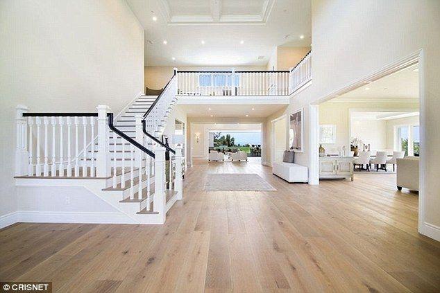 Kylie Jenner (19 l.) inwestuje w nieruchomości. Swoja pierwszą willę nabyła w wieku 17 lat, rok później przeprowadziła się do jeszcze większego i droższego domu.
