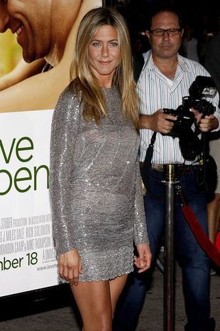 Jennifer Aniston błyszczy srebrem (FOTO)