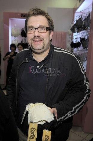 Celebryci mierzą i kupują bieliznę (FOTO)