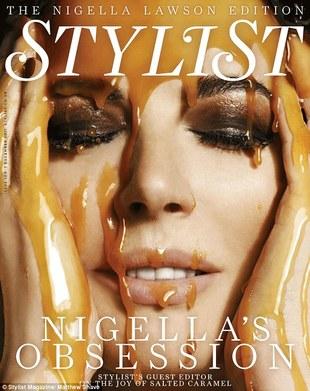 Nigella Lawson ociekająca karmelem (FOTO)