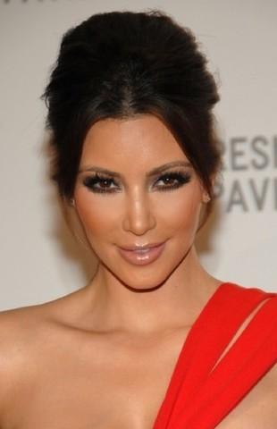 Kim Kardashian w czerwonej kreacji (FOTO)