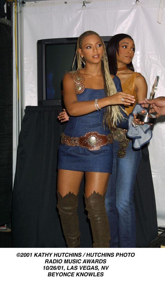 Beyonce w jeansowej sukience w 2001