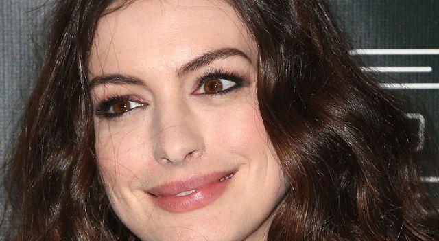 Znajomy Anne Hathaway: Powinna rozluźnić poślady…