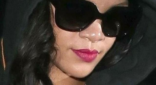 Rihanna znów ZASZALAŁA z butami! To musiało boleć!