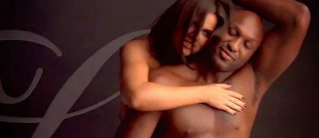 Naga Khloe Kardashian z mężem w reklamie [VIDEO]