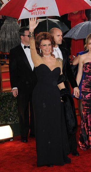 Sophia Loren włożyła suknię z innej imprezy (FOTO)