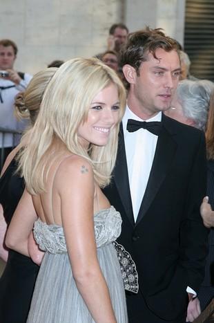 Sienna Miller zaręczona z Jude Law?