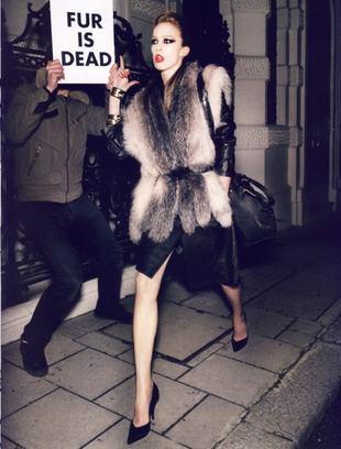 """""""Vogue"""" pokazuje palec PETA"""