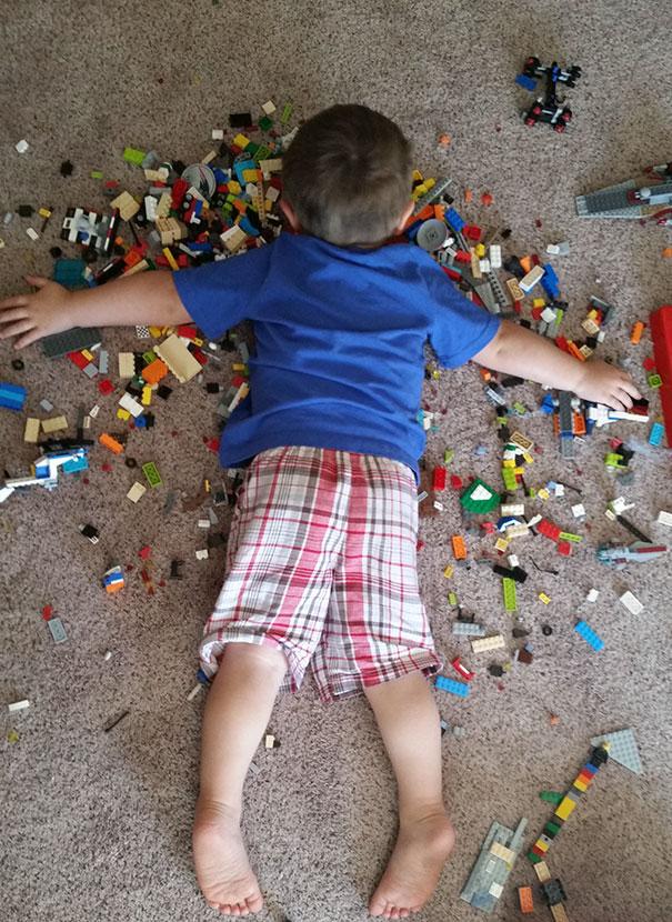 14 przykładów na to, że dzieci potrafią usnąć WSZĘDZIE