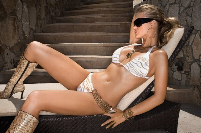 Joanna Krupa reklamuje kostiumy kąpielowe (FOTO)