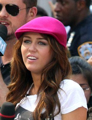 Miley Cyrus nabija się z Seleny Gomez