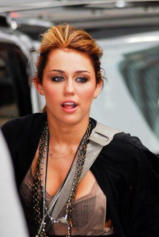 Lesbijskie zabawy Miley Cyrus? (FOTO)