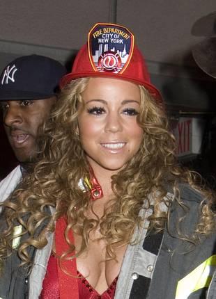 Mariah Carey jako seksowna pani strażak (FOTO)