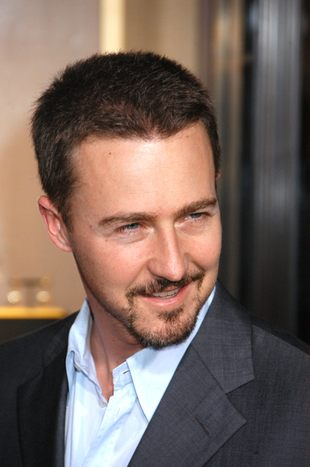 Edward Norton to… diva?