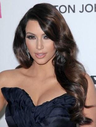 Kim Kardashian zdenerwowana okładką Cosmo (FOTO)