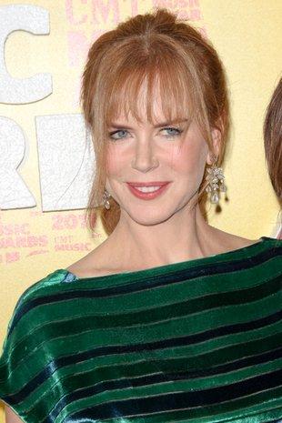 Nicole Kidman z grzywką i w kucyku (FOTO)