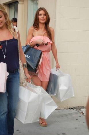 Audrina Patridge z koleżanką na zakupach (FOTO)