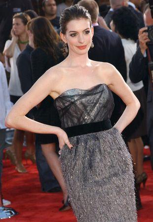 Anne Hathaway: jasna skóra jest sexy! (FOTO)