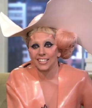 Lady Gaga przebrała się za kondom (FOTO)