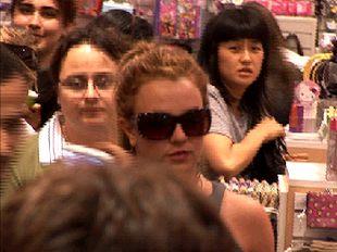 Britney Spears trzyma się za kieszeń