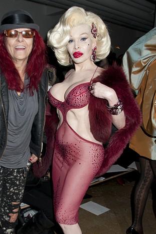 Na pokaz mody przyszła praktycznie naga! (FOTO)