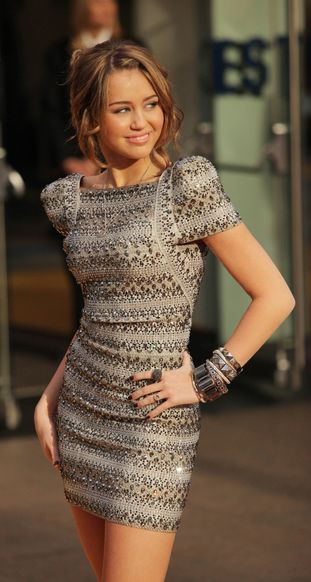 Miley Cyrus śpiewa na żywo swój najnowszy hit (VIDEO)