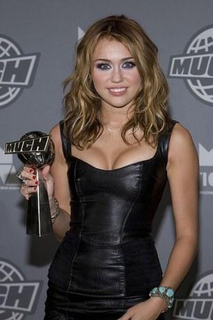 Miley Cyrus chce powiększyć piersi