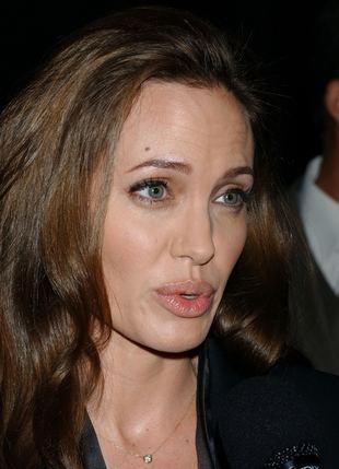 Angelina Jolie boi się swoich dłoni