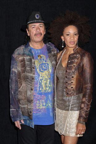 Carlos Santana chwali się młodą żoną (FOTO)