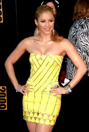 Shakira w żółtej mini sukience i zabójczych szpilach (FOTO)
