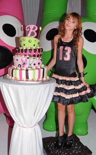 Bella Thorne - 13. urodziny w powodzi słodyczy (FOTO)
