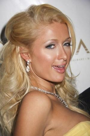 Paris Hilton jako seksowna Pani Mikołaj... (VIDEO)