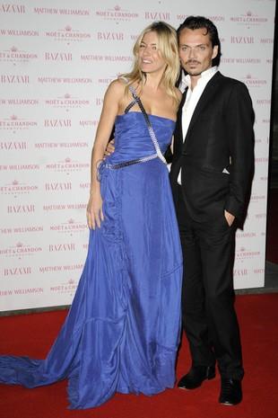 Z kim Sienna Miller bryluje na salonach? (FOTO)