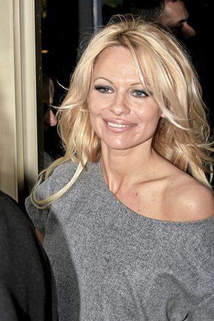 Pamela Anderson w gorsecie (FOTO)