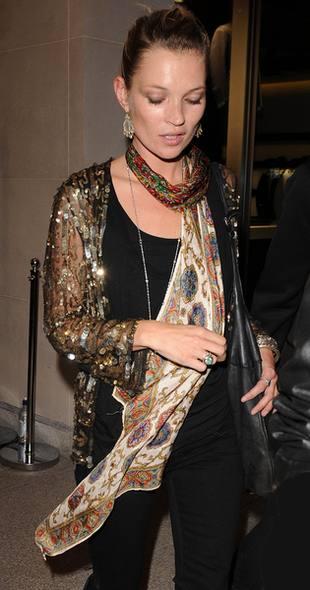 Kate Moss uciekła od błysku fleszy