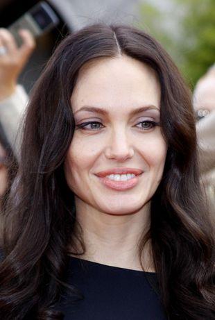 Jak Angelina Jolie trzęsie mediami