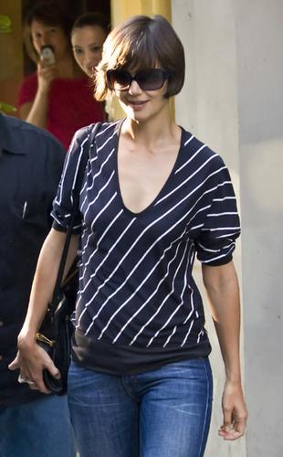 Czy Cruise nie daje Katie Holmes na ubrania?