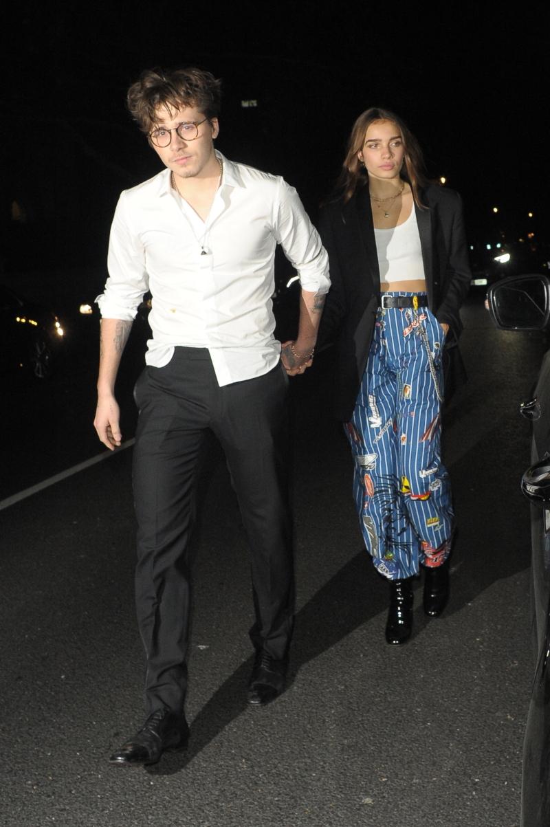 Pijany w sztok Brooklyn Beckham odjeżdża z dziewczyną z imprezy (ZDJĘCIA)