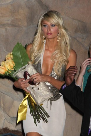 Paris Hilton w seksownych zakolanówkach (FOTO)