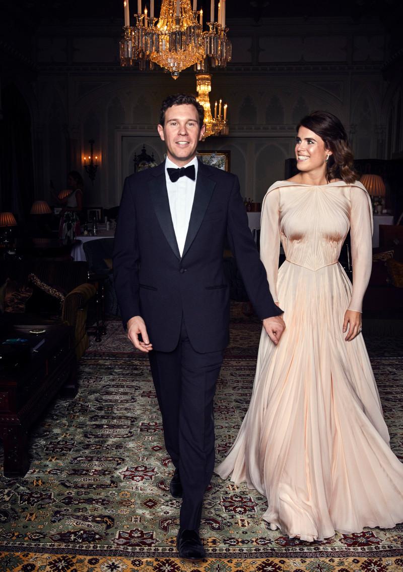 Na oficjalnych zdjęciach ze ślubu Eugenii KAŻDY patrzył na Charlotte i George'a!